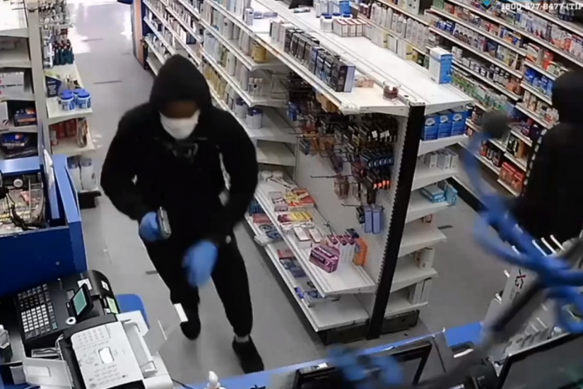 Small dog helps foil robbery at Brooklyn pharmacy